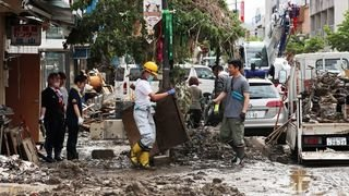Inondations au Japon: au moins 55 morts, pluies record dans le centre