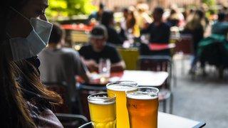Coronavirus: le préposé fédéral est d'accord avec la récolte des données de clients des bars et restos