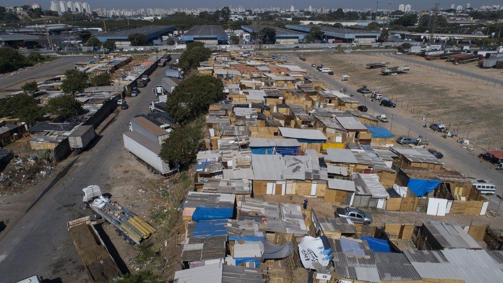 Aujourd'hui, environ 700 familles s'entassent à Jardim Julieta, dans des cabanes de fortune. La plupart n'ont pas de toilettes et ont pour seul toit des bâches en plastique.
