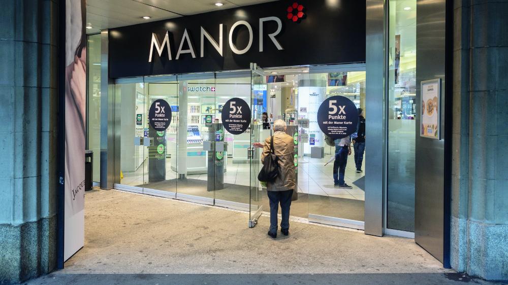 Les grands magasins Manor vont supprimer au total 476 postes, environ 5% des effectifs.