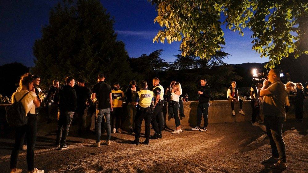 Après 23h, la police invite les jeunes à quitter l'esplanade des Marronniers.
