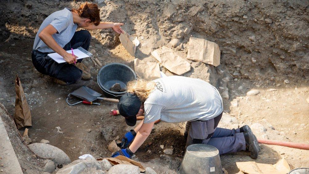 Les archéologues ont commencé à travailler sur le site voisin de l'église de Vich.
