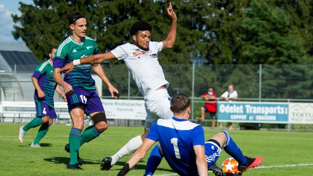 Le Nyonnais Adler Da Silva (en blanc) a inscrit le premier but face à Terre Sainte.