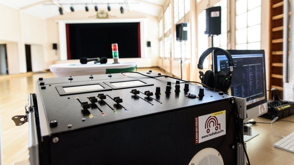 La radio mise sur pied par la Ville de Gland s'est installée au sein de la salle communale.