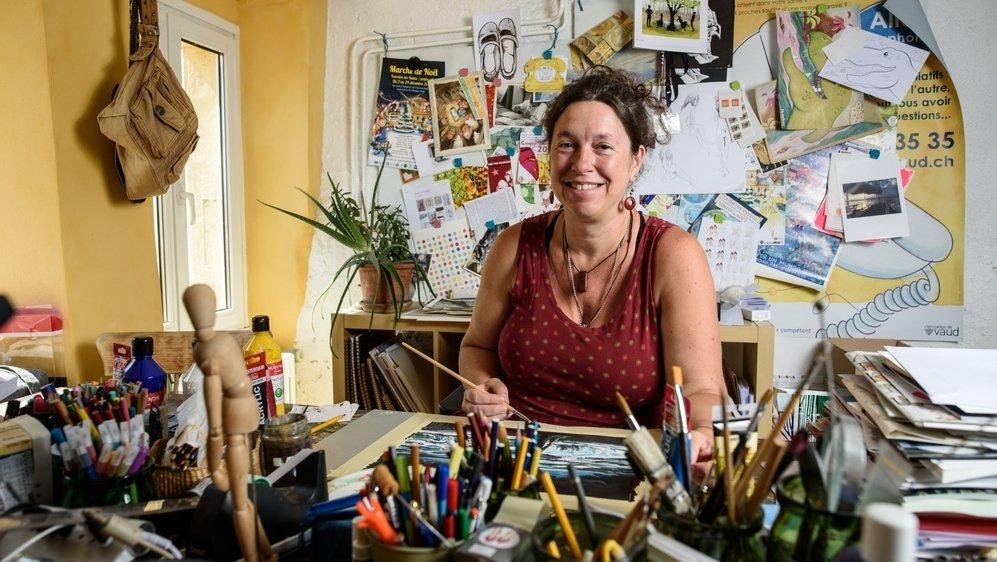 Avant d'être illustratrice, Amélie Buri a été infirmière, a travaillé longtemps dans le social et est partie à l'étranger pour le compte d'une ONG. Un parcours qui rend son pinceau d'autant plus sensible.