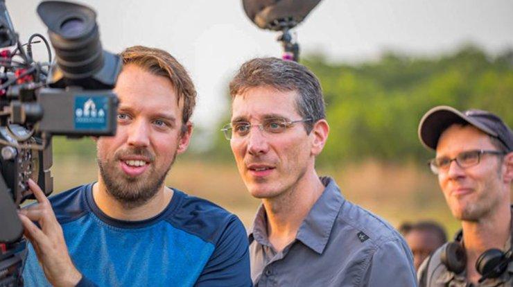 """Loïc Oswald et Stephan Rytz, derrière leur caméra, ont tourné et monté durant cinq ans pour présenter dès ce lundi à Morges, le film """"Wetlands, l'héritage de Luc Hoffmann."""