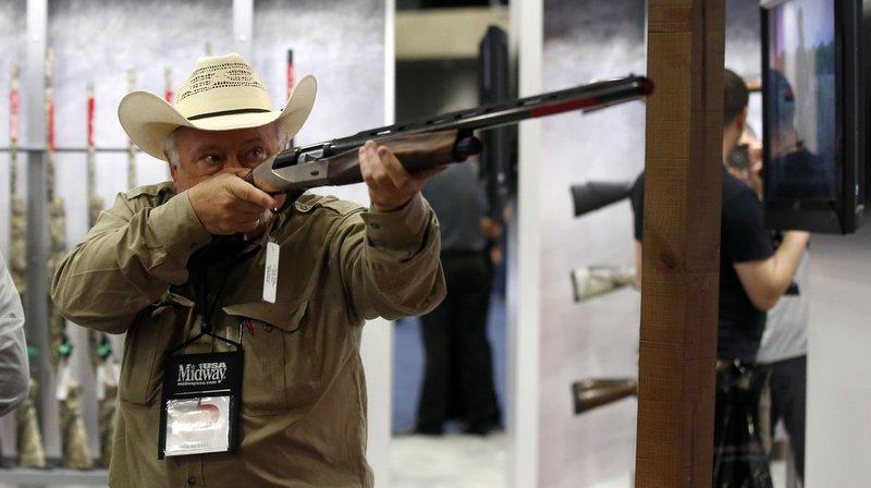 La National Rifle Association (NRA) est une association à but non lucratif dont la principale activité est de protéger le droit de posséder et de porter des armes. (illustration)