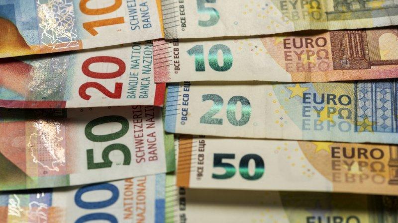 En Suisse, on dénombre près d'un demi million de millionaires, une proportion énorme par rapport au reste du monde.