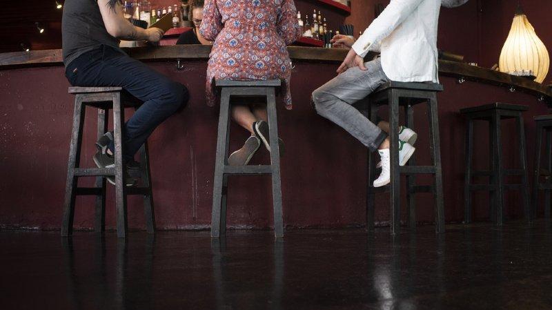 Coronavirus: les Bernois devront s'enregistrer pour boire un verre dans un bar