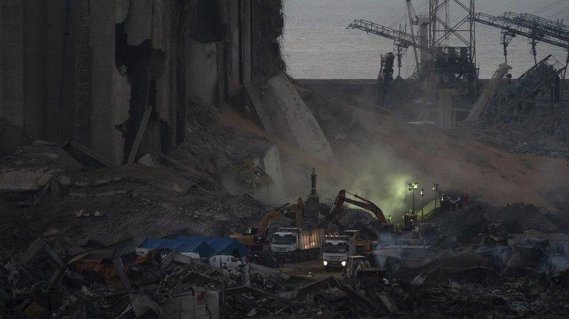 Les équipes de secours fouillent toujours les décombres du port de Beyrouth à la recherche des personnes portées disparues.