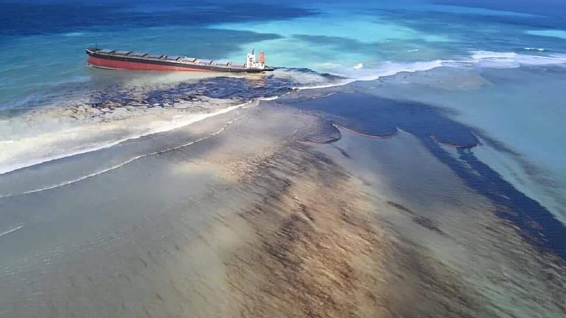 Île Maurice: un paradis menacé par une marée noire