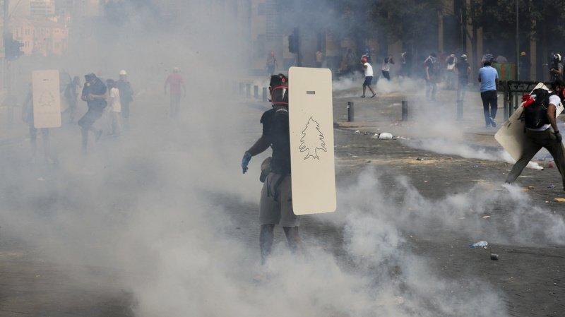 Après les terribles explosions, des Libanais en colère manifestent à Beyrouth