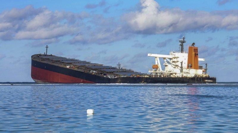 Ile Maurice: le navire échoué sur les côtes et à l'origine de la marée noire s'est brisé