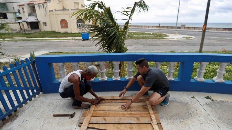 Intempéries: bientôt ouragan, la tempête tropicale Laura frappe Cuba