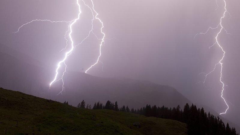 Des violents orages ont éclaté vendredi soir et dans la nuit au pied des Alpes en Suisse centrale. Les averses ont été abondantes, particulièrement dans le canton de Schwyz (archives).