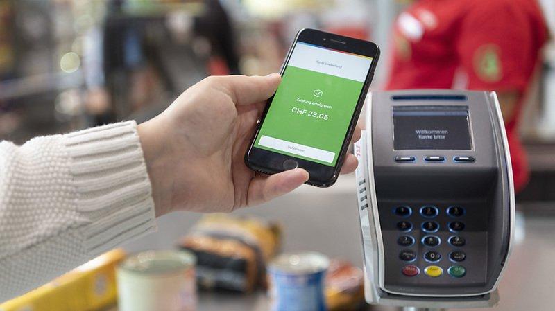 Coronavirus: les Suisses paient davantage par cartes bancaires et smartphones