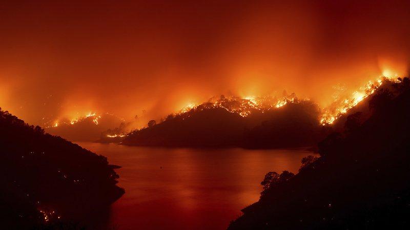 Etats-Unis: multiples incendies en Californie, des milliers de personnes fuient