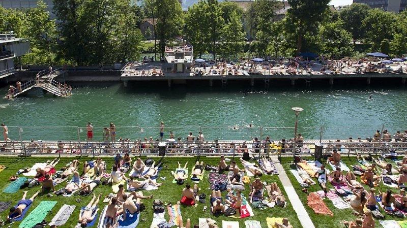 Zurich: il traverse des bains publics à bord d'un bateau à moteur