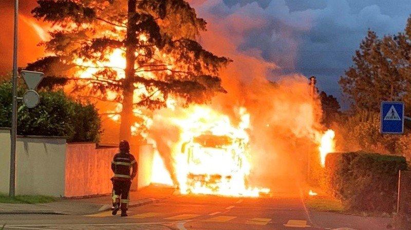 Prangins: un bus des TPN se transforme en boule de feu