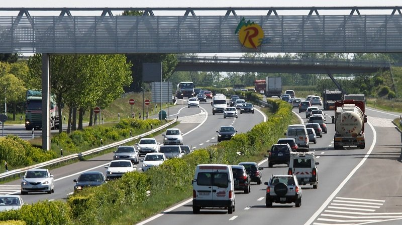 Le conducteur a été intercepté à la hauteur du restoroute de La Côte, à Bursins.