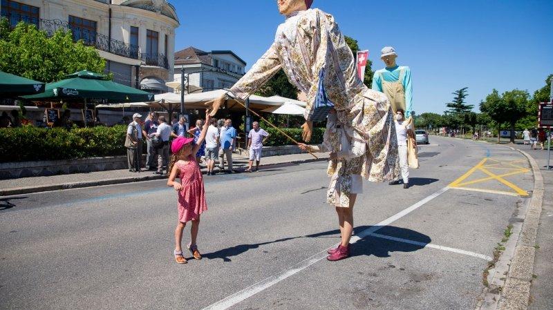 Morges: les quais pris d'assaut par trois marionnettes géantes