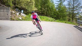 Moins de 16h pour traverser la Suisse à vélo: record battu pour le Valaisan Simon Ruff
