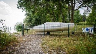 Perroy: propriétaires privés empêchés de barricader le bord du lac