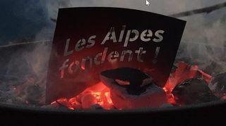 Les Alpes «en feu» pour alerter la population sur le climat