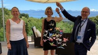 Des grues en origami s'envolent vers la clinique de Genolier