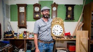 Les vieilles horloges sont son passe-temps depuis 40 ans