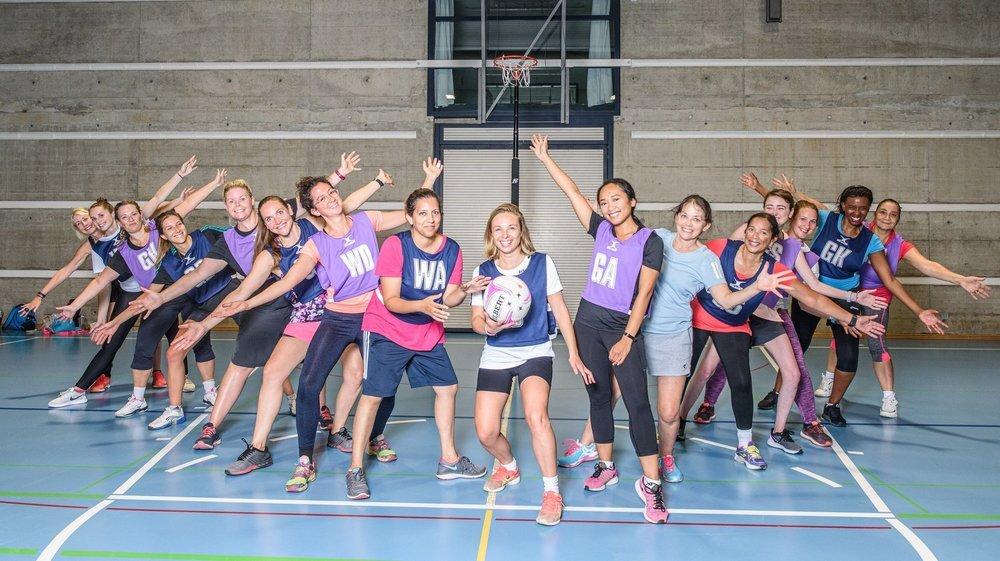 Créé à l'initiative de Christelle Favre (avec le ballon), le Nyon Netball Club veut aider à la reconnaissance d'un sport peu connu dans nos contrées.