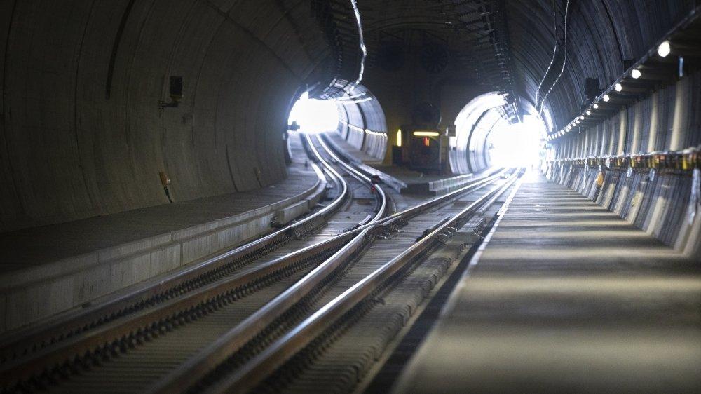 Il s'agit du plus grand projet de tunnel en Suisse, après ceux du Gothard et du Lötschberg.