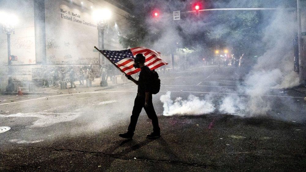 Les violences et les débordements qui ont suivi certaines manifestations, feraient le jeu de Donald Trump, qui se dit défenseur de «l'ordre».
