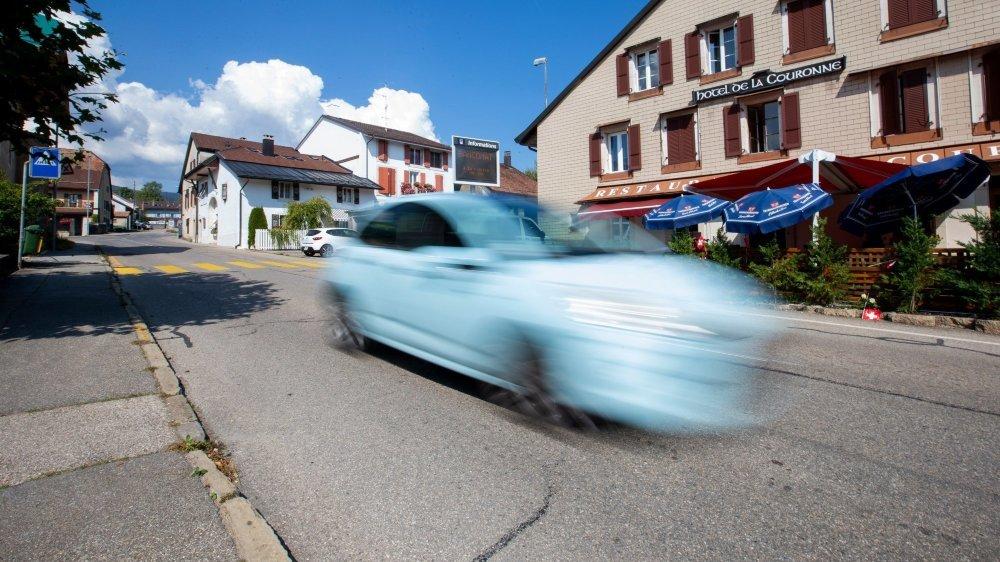 Devant l'auberge de la Couronne à Bassins, certains dépassent largement les 50 km/h autorisés (photo d'illustration).