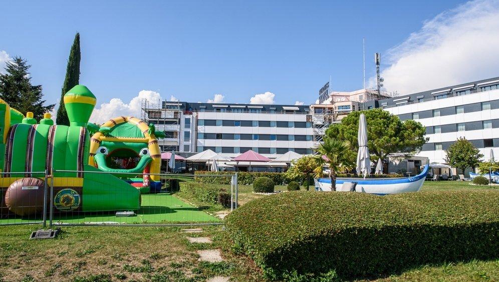 Piscine, spa, fitness, court de tennis et château gonflable: l'hôtel de Chavannes-de-Bogis a pu compter sur ses nombreux atouts pour attirer des touristes.