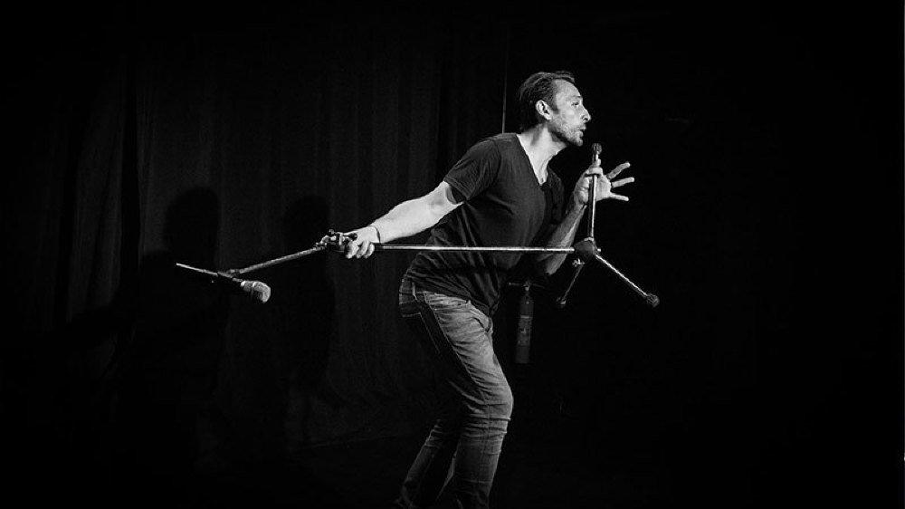 """Philippe Roch foulera les planches du Vieux Moulin ce jeudi soir pour présenter son nouveau spectacle mêlant chant et humour """"Et Dieu créa...la voix""""."""