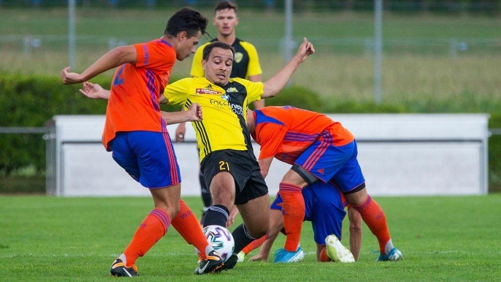 """De Freitas et les """"jaune et noir"""" empochent un point inespéré face à Gland."""