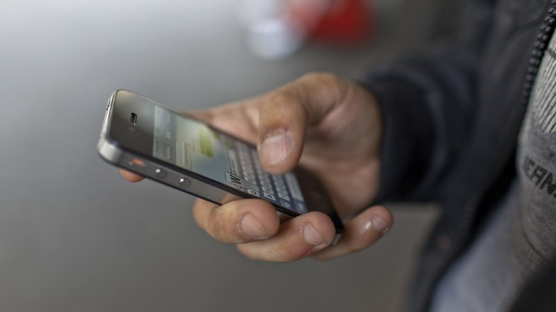 Les autorités mettent en garde la population contre une nouvelle arnaque par SMS.