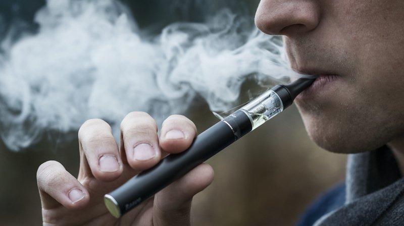 Etats-Unis: de moins en moins de jeunes utilisent la cigarette électronique