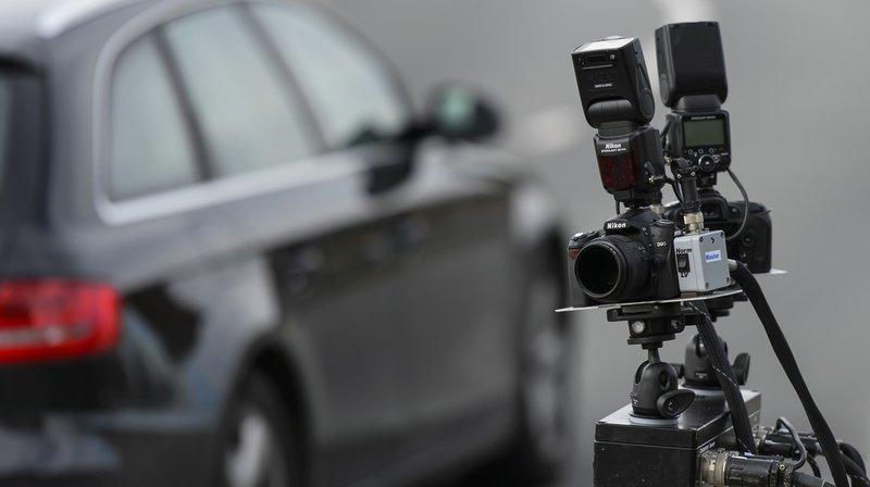 La police cantonale fribourgeoise a épinglé deux chauffards sur l'A12 (image symbolique).