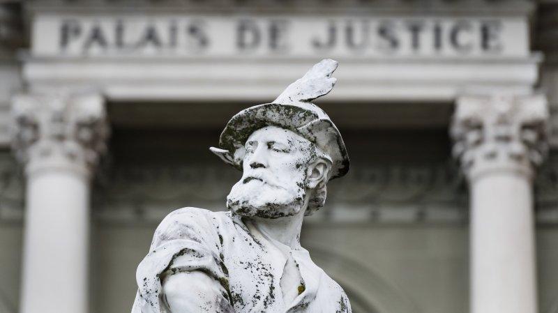 La statue de Guillaume Tell trone devant le palais de justice de Montbenon. Image d'illustration.