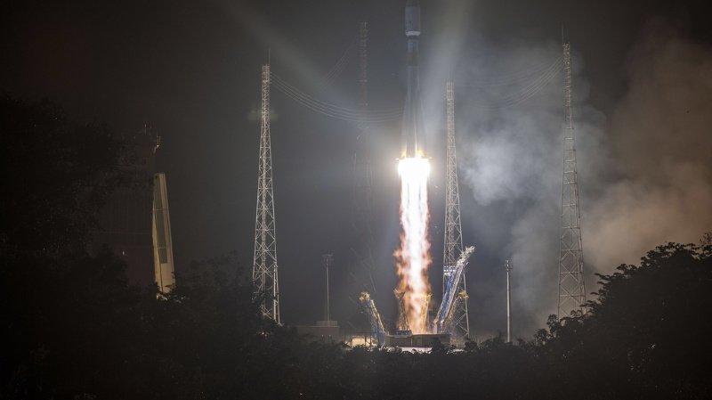 Espace: la fusée Vega met en orbite ses satellites