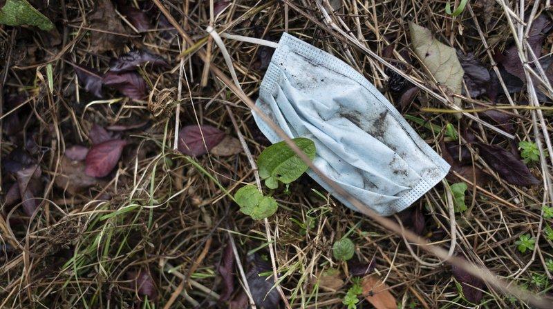 Plusieurs masques retrouvés dans le Léman et la Versoix lors de deux opérations de nettoyage