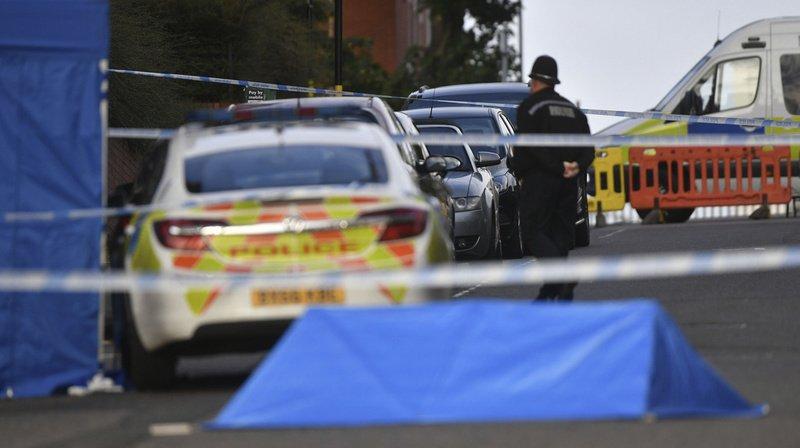 Personnes poignardées à Birmingham: un mort et deux blessés graves