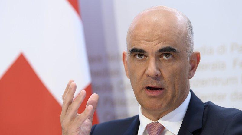Primes maladie 2021: Alain Berset satisfait des hausses «modérées», la FRC appelle à une réforme