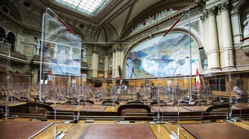 Coronavirus: de nouvelles parois en plexiglas transforment le Parlement en «aquarium»