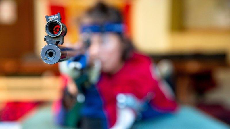 A l'image de cette tireuse, le stand de tir de Duillier est utilisé par les amateurs de tir sportif.