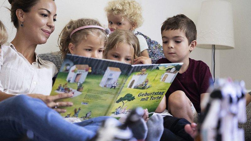 Selon le rapport, 65% des jeunes de 15 ans en Suisse n'ont pas acquis les compétences de base en lecture et en calcul (ILLUSTRATION).
