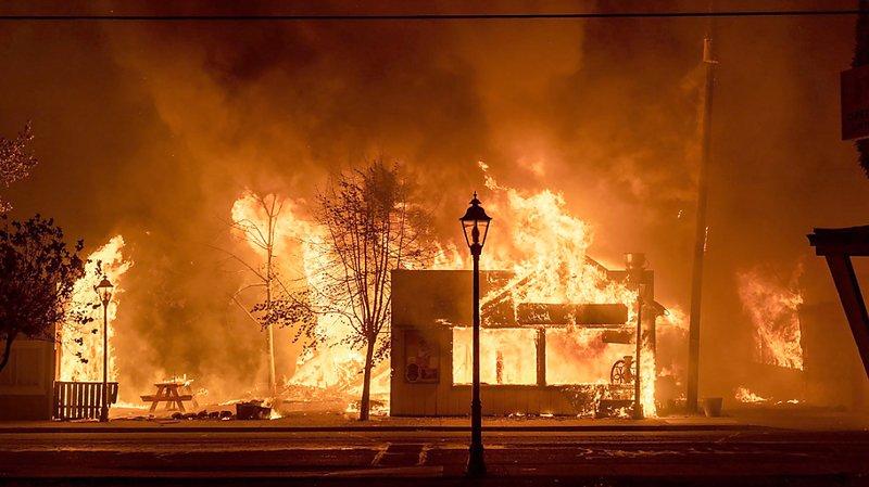 Incendies dans l'Ouest des Etats-Unis: des millions d'hectares ravagés par les feux