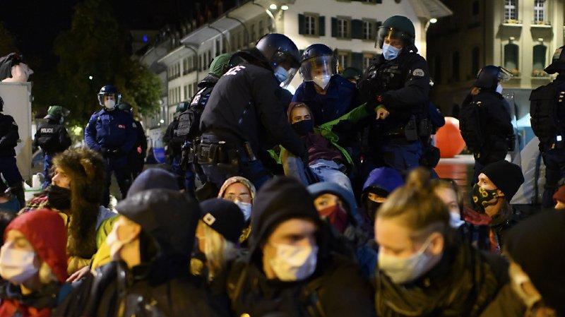 Berne: la police évacue les militants pour le climat de la Place fédérale